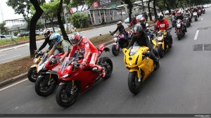 nicky_hayden_leading_bike_convoy_3_original
