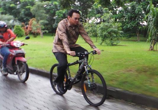 Pak Ahok Bersepeda