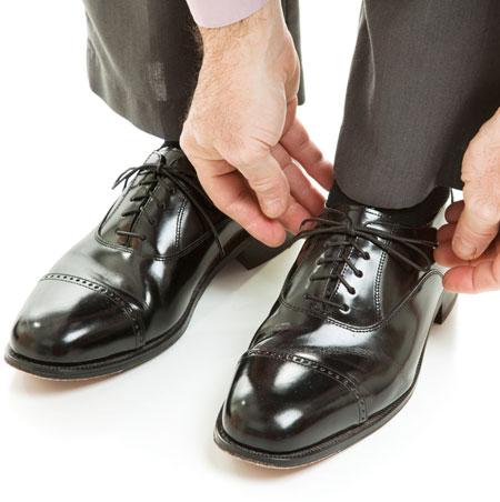 Sepatu Hitam Klasik dan Cocok untuk Semua Usia