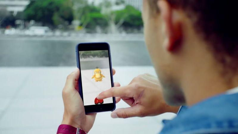 Asiknya bermain Pokemon Go yang sekalian bisa jalan-jalan juga