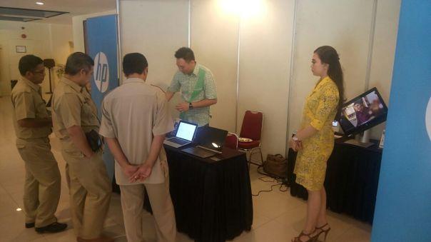 Booth Sponsor Acara Sosialisasi e-katalog LKPP di Balikpapan & Banjarmasin, yaitu HP