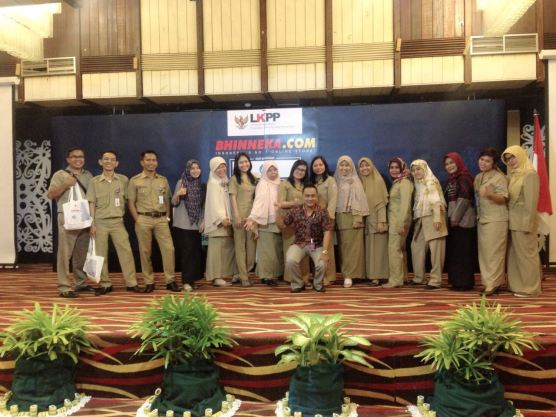 Beberapa Peserta Sosialisasi e-katalog LKPP di Balikpapan Foto Bersama Representatif Bhinneka.Com di Prov. Kal-Tim